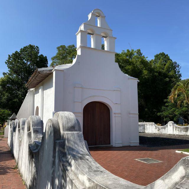 Eine kleine, weiße Kirche. Die erste Kirche Amerikas.