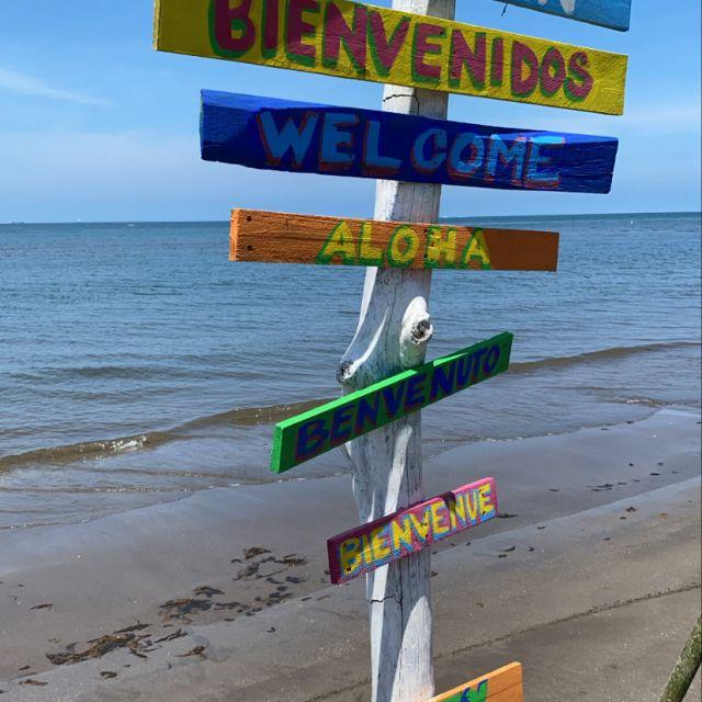 Willkommensschilder am Strand von Veracruz.