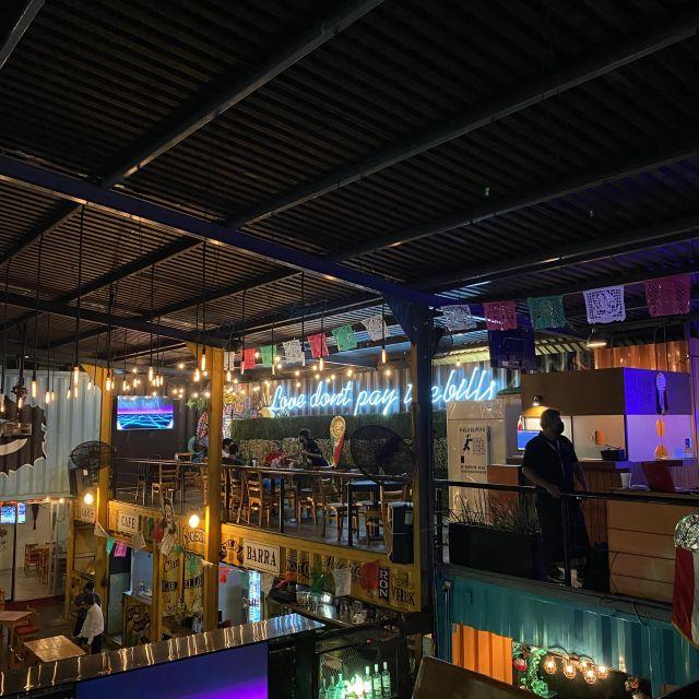 Bar gescmückt zum Nationalfeiertag