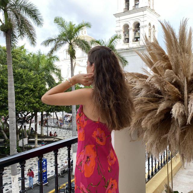 Franziska blickt auf den Marktplatz in Veracruz.
