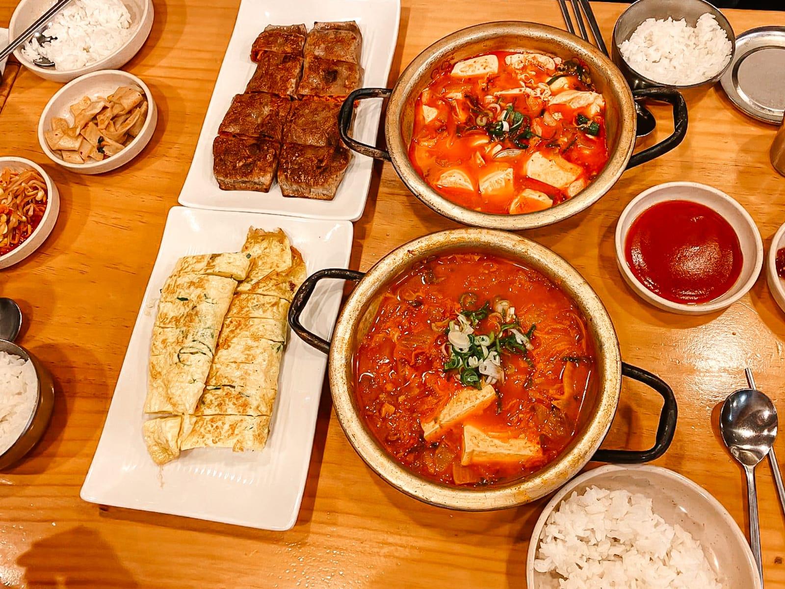 Von Soju, Kimbab und Tteokbokki – Essen und Trinken in Korea