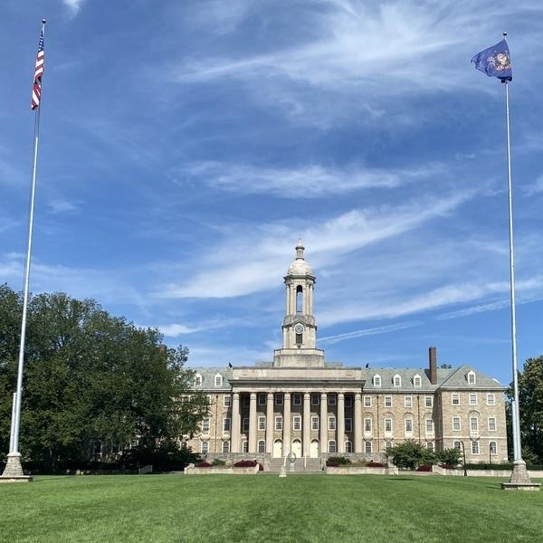 """Das """"Old Main"""" Gebäude der Penn State"""