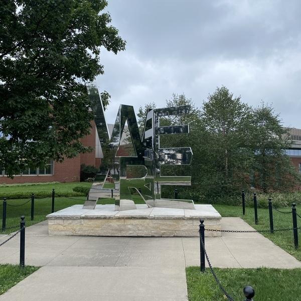 Statue vom Slogan der Penn State