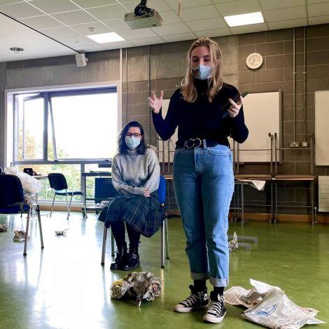 Kurz bevor ich selbst einen Monolog als Schauspielerin in einem Regieprojekt einer meiner Classmates performen musste, war ich unfassbar nervös.