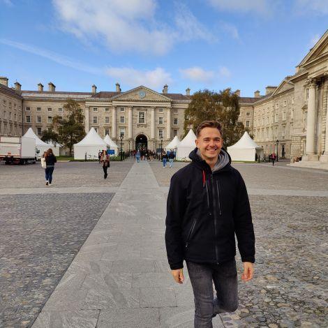 Ich auf dem Campus des Trinity College